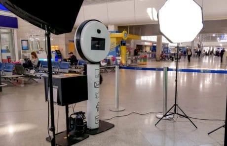 Ενοικίαση Modern Photobooth σε εταιρικη εκδήλωση στο αεροδρόμια στα σπάτα
