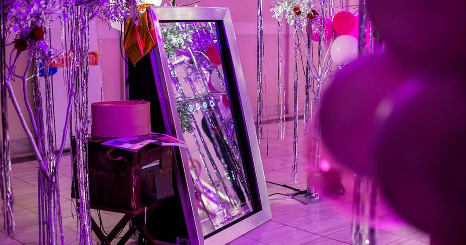 Mirror photo booth για πάρτι γάμου και βάπτιση
